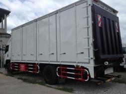 รถบรรทุกติดตู้แห้ง 10 ประตู ไม่มีเสากลาง ติดลิฟท์ท้าย ขนาด 3 ตัน